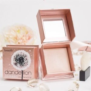 ✨NEW✨ Benefit Dandelion Twinkle Highlighter Powder